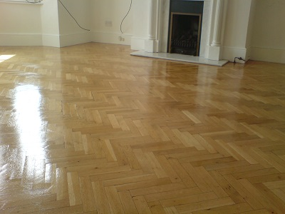 How to apply wood floor polish